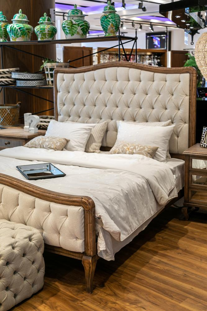 Capitone bed